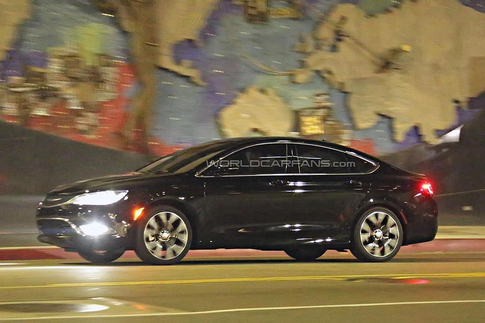 2015 Chrysler 200 Spy Shots (6) - egmCarTech