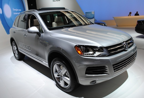 2010 new york 2011 volkswagen touareg hybrid makes u s. Black Bedroom Furniture Sets. Home Design Ideas