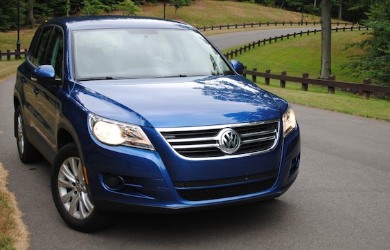review 2010 volkswagen tiguan is zippy enough to grab our attention egmcartech. Black Bedroom Furniture Sets. Home Design Ideas