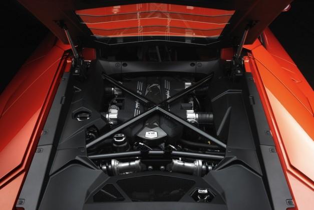 Spotlight: Road&Track gets a peak at Lamborghini's Sant'Agata engine assembly line