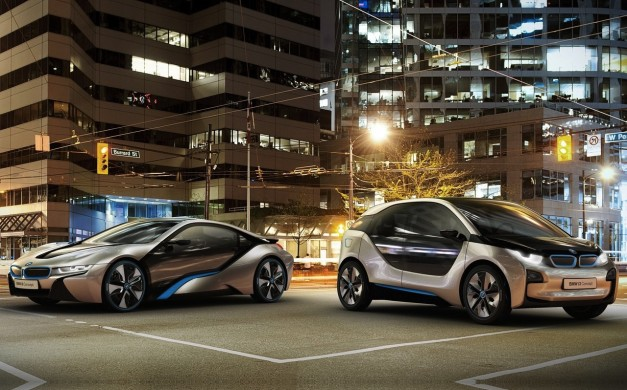 Video: BMW i3 and BMW i8 hanging out in the real world
