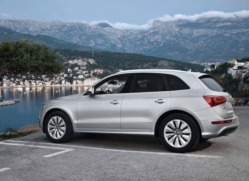 2012 audi q5 hybrid side rear angle egmcartech. Black Bedroom Furniture Sets. Home Design Ideas