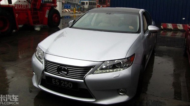 2013lexusesleak 2013 Lexus ES caught hanging out in China
