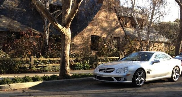 Steve jobs 39 mercedes benz sl55 amg still sits outside his for Mercedes benz career