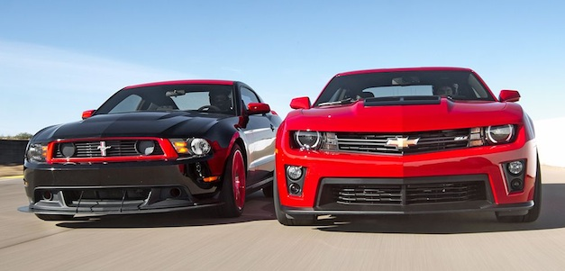 Video: Chevrolet Camaro ZL1 vs Ford Mustang Boss 302