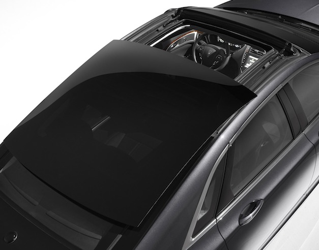 Video: 15.2 square-foot glass roof retracts on the 2013 Lincoln MKZ