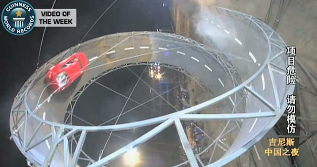 Video: Chinese man nails largest loop