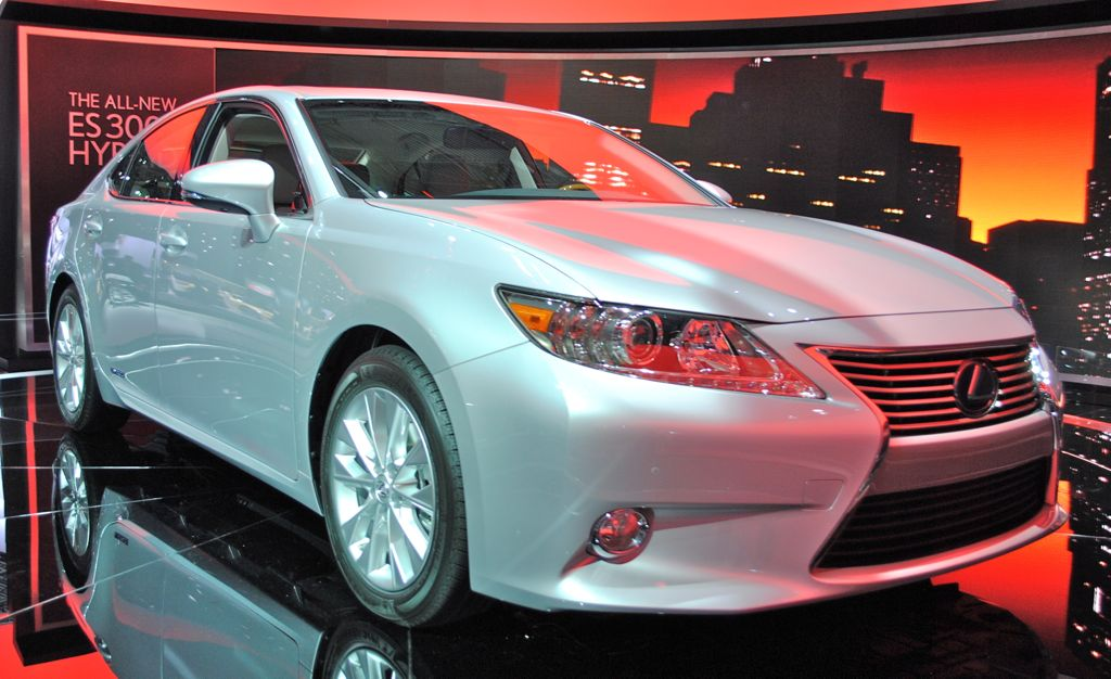 2012 New York: 2013 Lexus ES