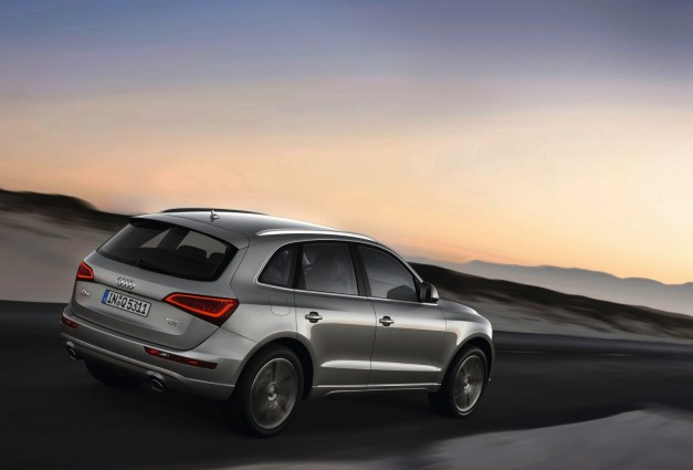 2013 Audi Q5 Rear 3/4 Right In Motion