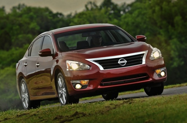 2013 Nissan Altima begins hitting showrooms today