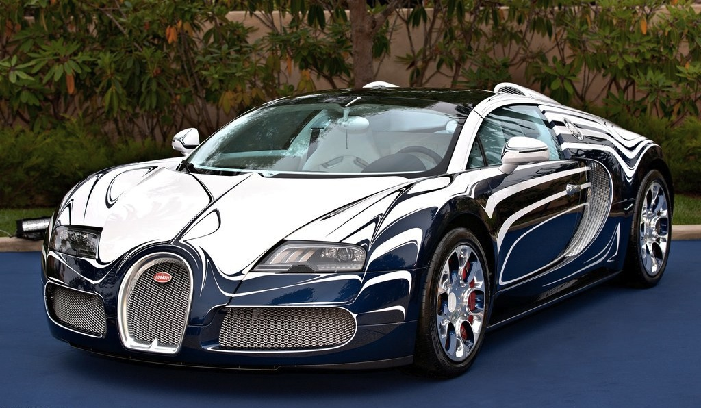 video bugatti veyron grand sport l 39 or blanc hangs out on. Black Bedroom Furniture Sets. Home Design Ideas
