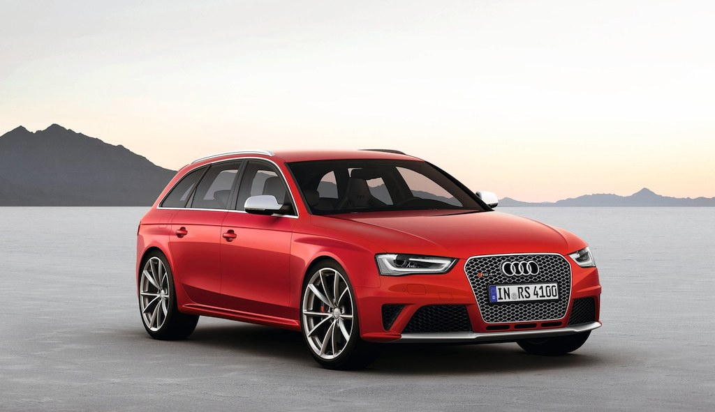 2013 Audi RS4 Avant Front 3/4 Right