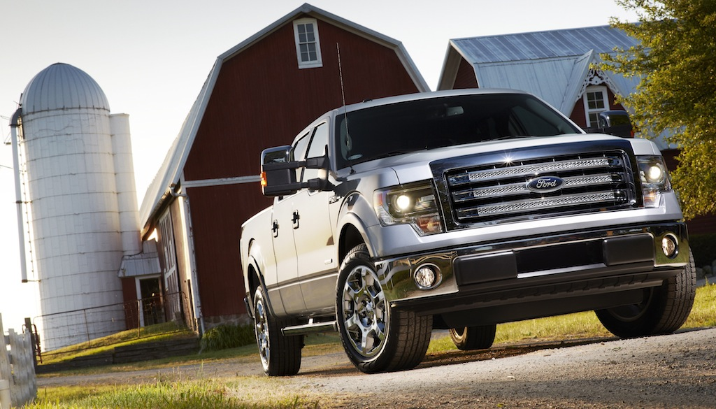 2013 Ford F-150 Lariat Front 3/4 View