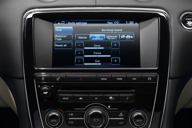 2013 Jaguar XJ Center Dash