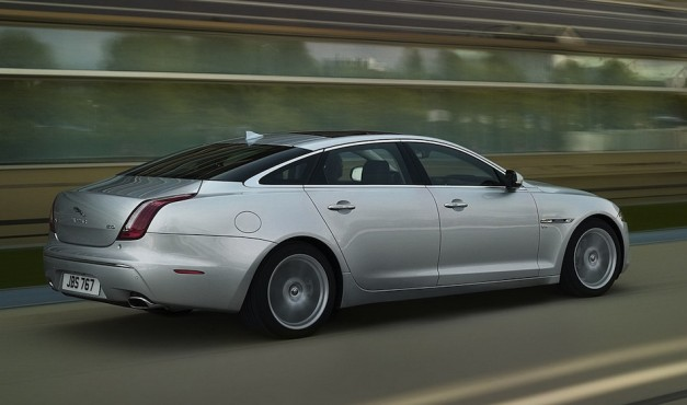 2013 Jaguar XJ Rear Quarter View