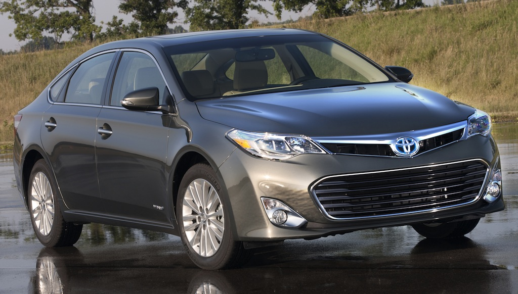 2013 Toyota Avalon Hybrid Front 3/4 View