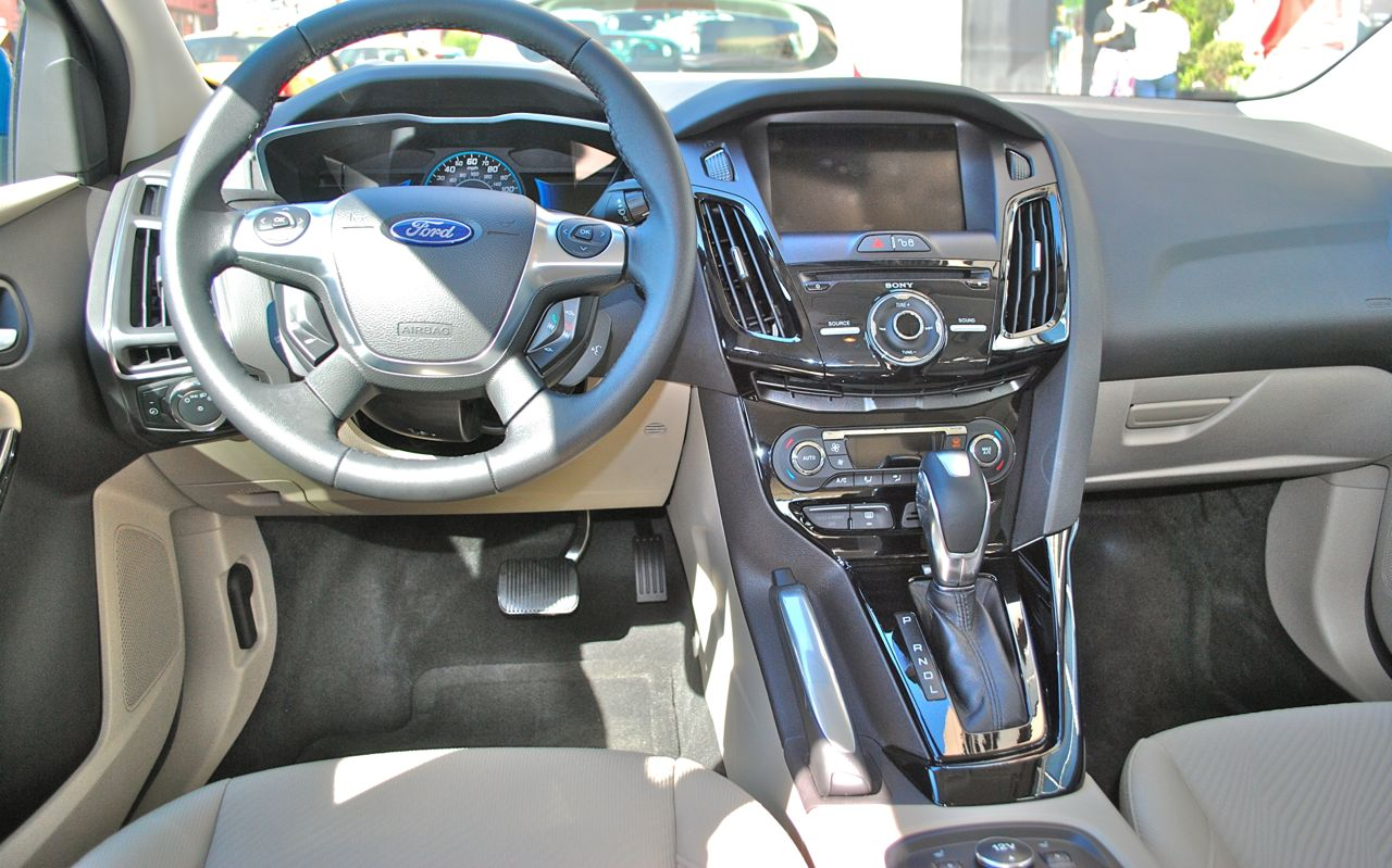 Quick spin: 2012 ford focus electric interior