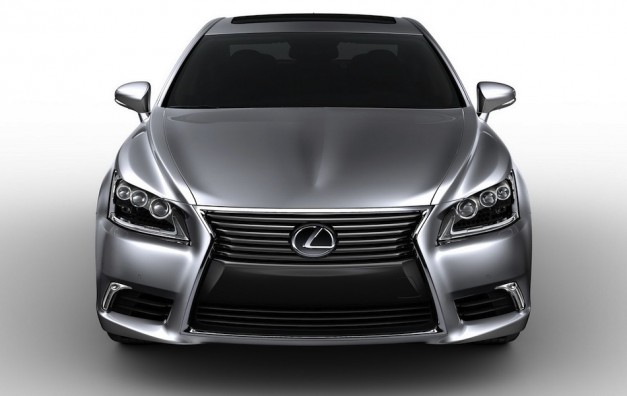 2013 Lexus LS 460 Leak Front View