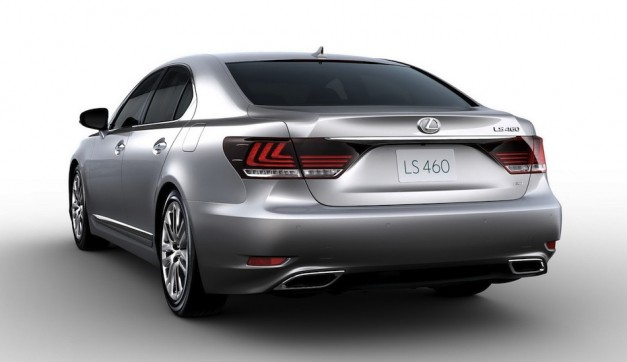 2013 Lexus LS 460 Leak Rear 3/4 View