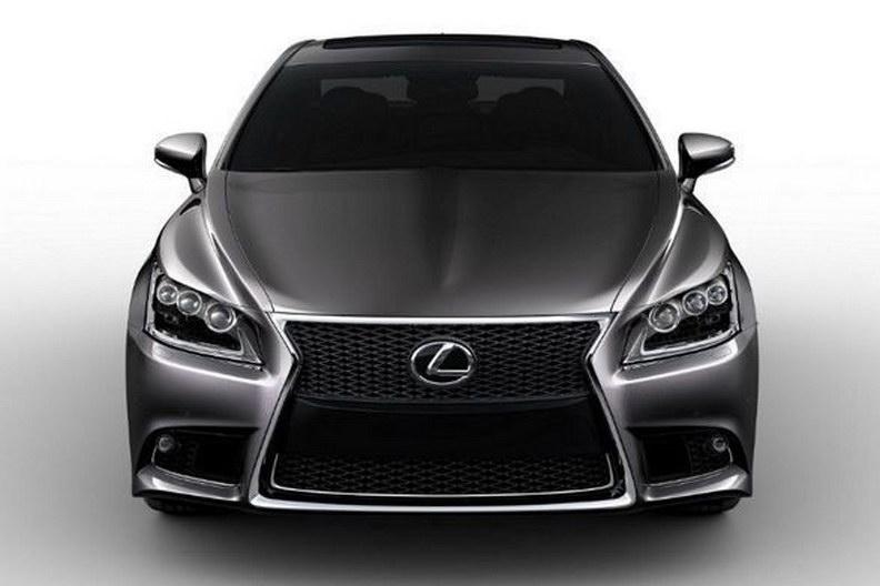 2013 Lexus LS Leak Front Shot