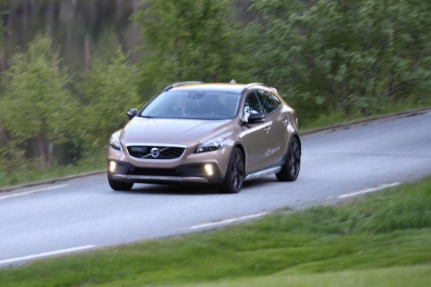 Report: Volvo XC40 caught running about uncovered