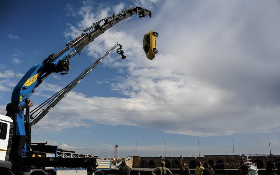 Fiat Immigrants Commercial - Yellow 500 Crane