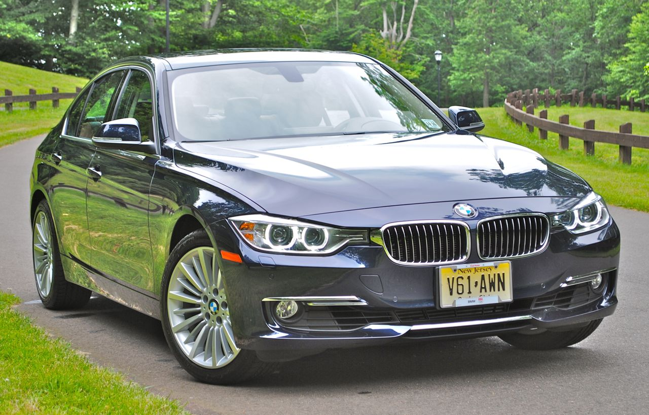 Review 2013 BMW 3 Series Front 3/4 View