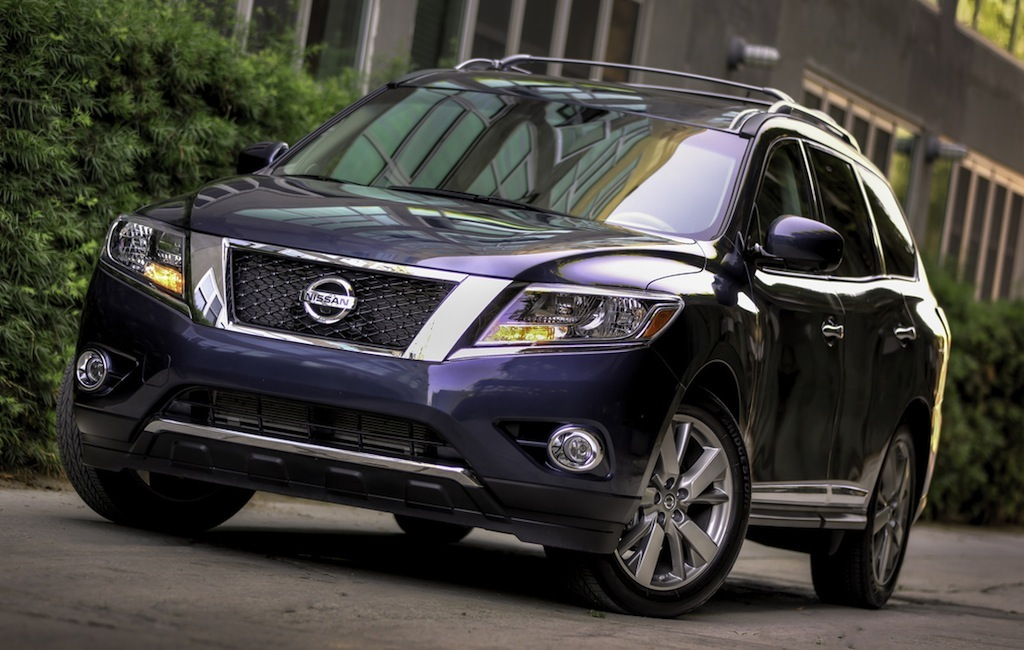 2013 Nissan Pathfinder Front 3/4 View