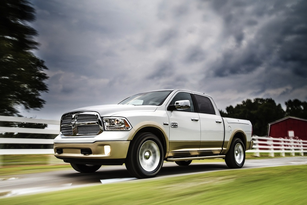 2013 Ram 1500 Front 7/8 Action View