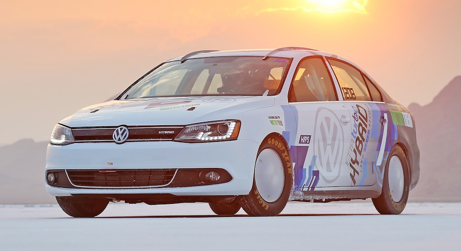 Volkswagen Jetta Hybrid hits 185 mph Front 3/4 View