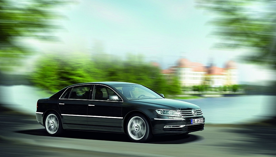2011 Volkswagen Phaeton Drive By 7-8 Right