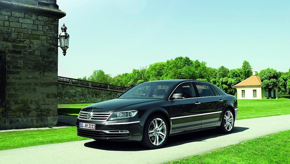 2011 Volkswagen Phaeton Front 3-4 Left