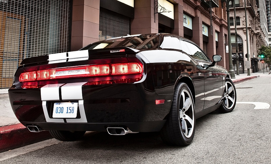 http://www.egmcartech.com/wp-content/uploads/2012/09/2013-Dodge-Challenger-SRT8-392-Rear-3-4-Right-Curbside.jpg