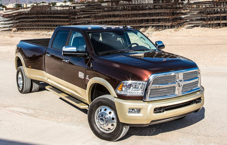 2013 Dodge Ram HD Dually Front 3/4 Right