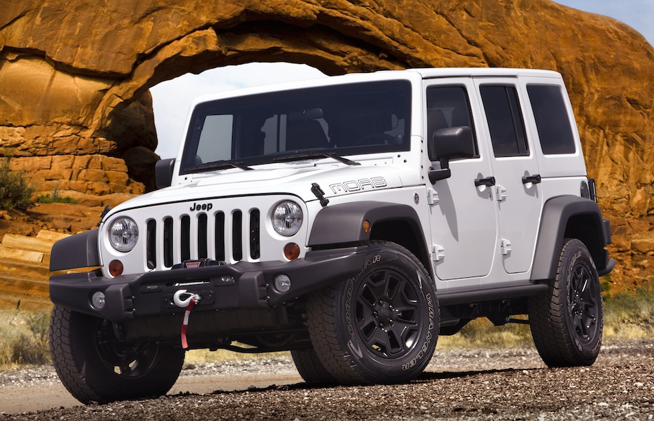 2013 Jeep Wrangler Unlimited Moab Front 3/4 View
