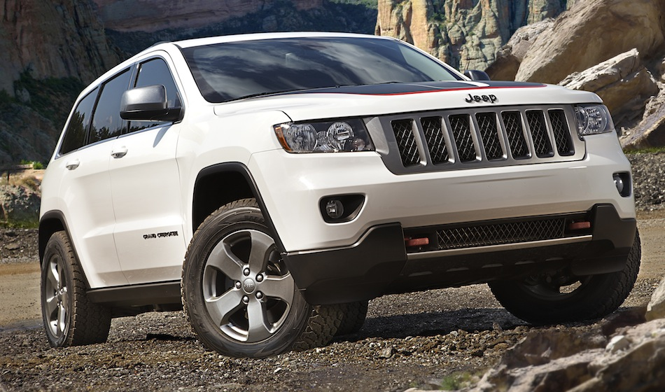 2013 Jeep Grand Cherokee Trailhawk Front 3/4 View