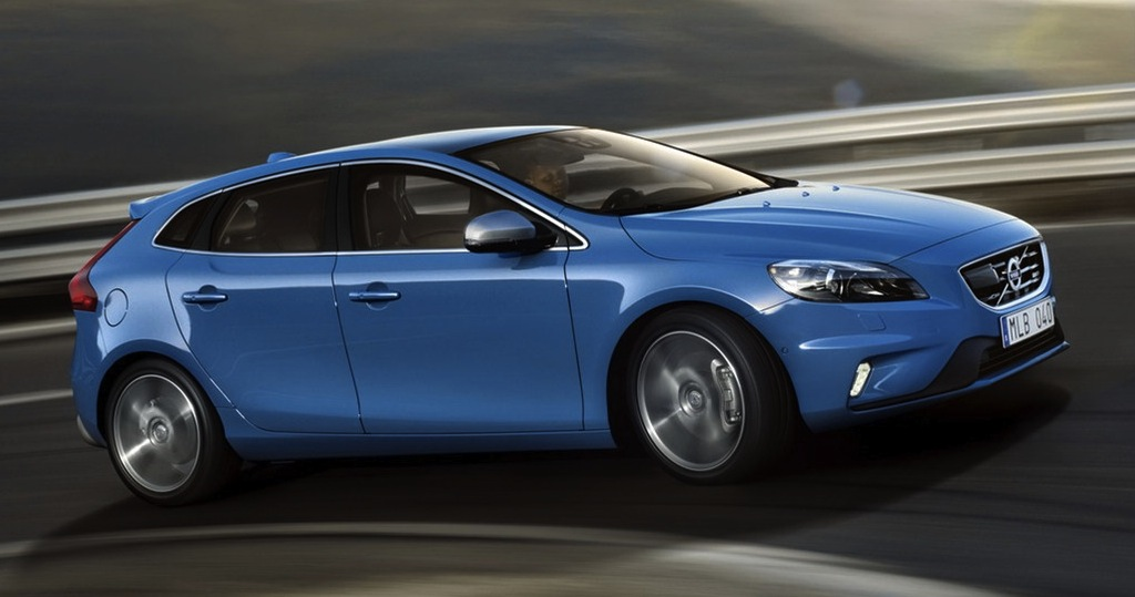 2013 Volvo V40 R-Design Front 7/8 Action View