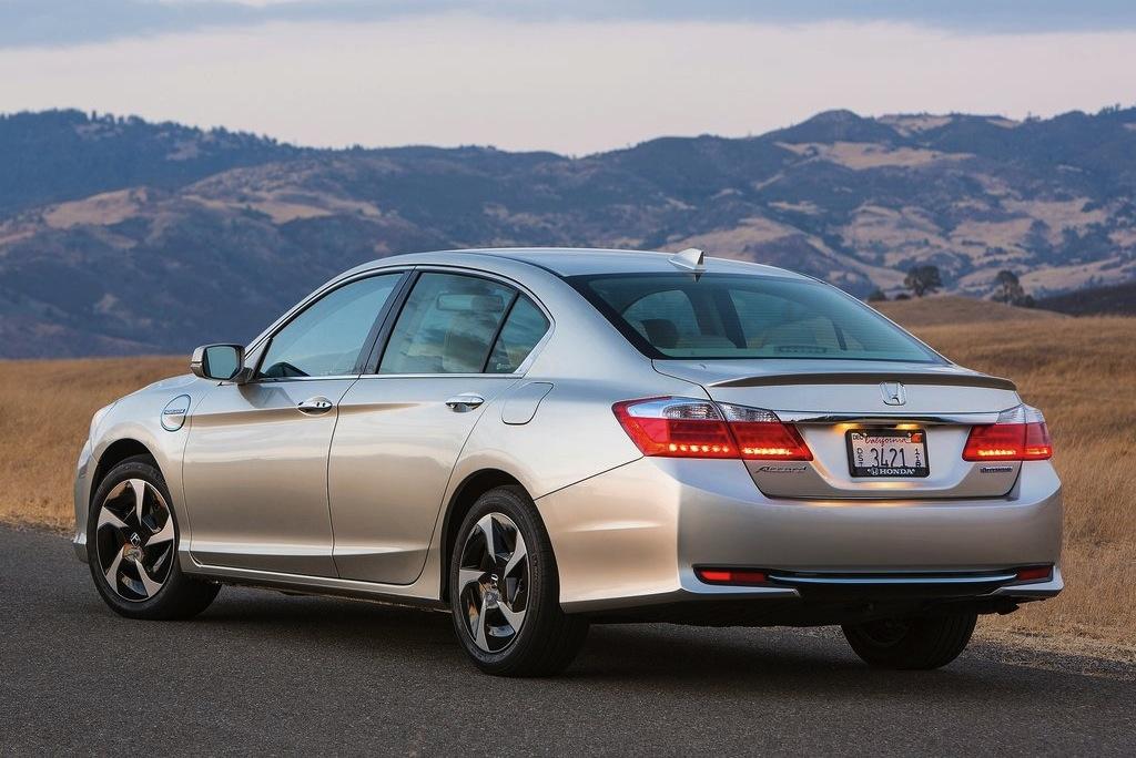 2014 Honda Accord Plug-in Hybrid Rear 3/4 View