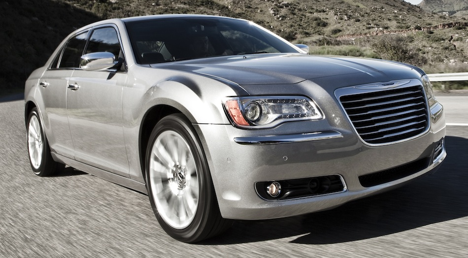 2013 Chrysler 300 Front 3/4 View