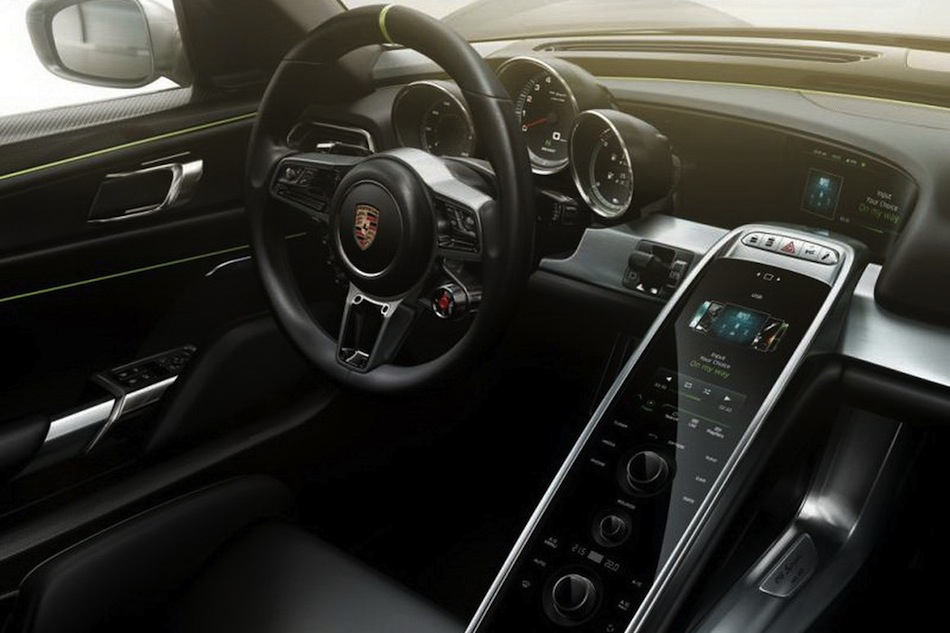 leaked porsche 918 spyder brochure center console egmcartech. Black Bedroom Furniture Sets. Home Design Ideas