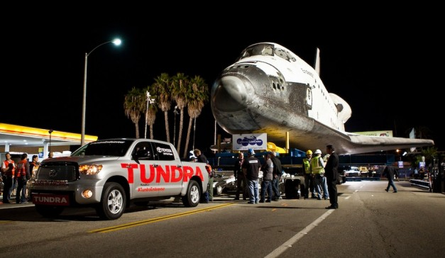 TundraTowsEndeavour005 627x364 Video: Toyota Tundra helps tow Endeavour space shuttle to California Science Center