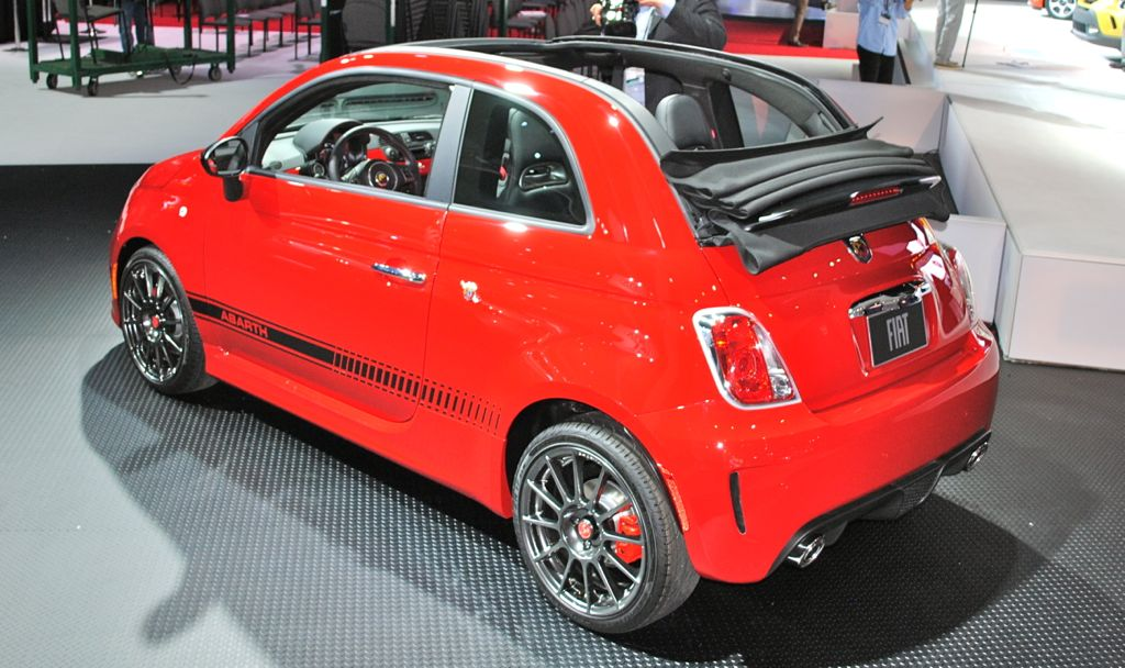 2012 la 2013 fiat 500c abarth cabrio drops its top in la egmcartech. Black Bedroom Furniture Sets. Home Design Ideas