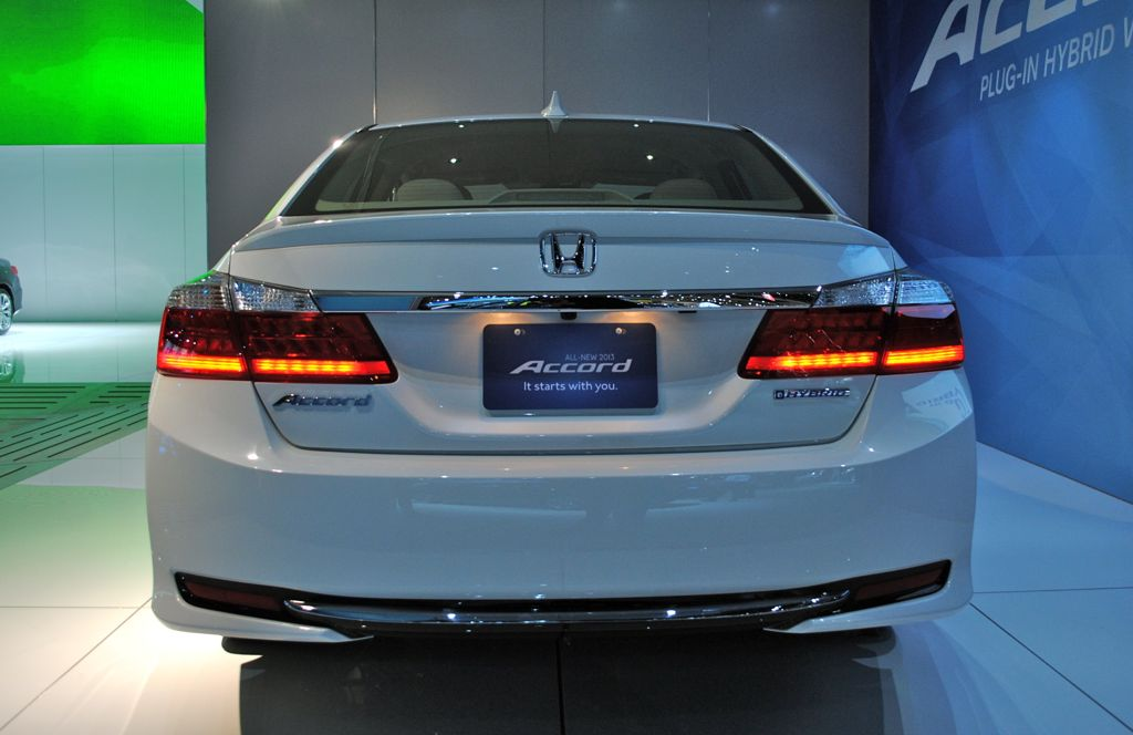 2012 la 2014 honda accord plug in hybrid rear view egmcartech. Black Bedroom Furniture Sets. Home Design Ideas