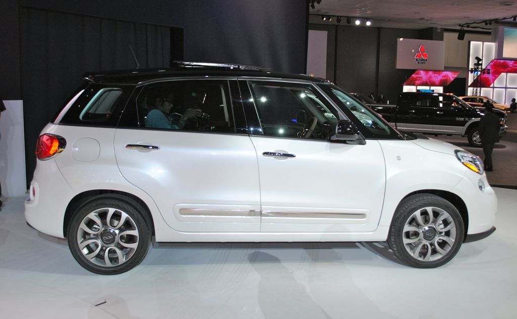 2012 LA: 2014 Fiat 500L Side Angle - egmCarTech