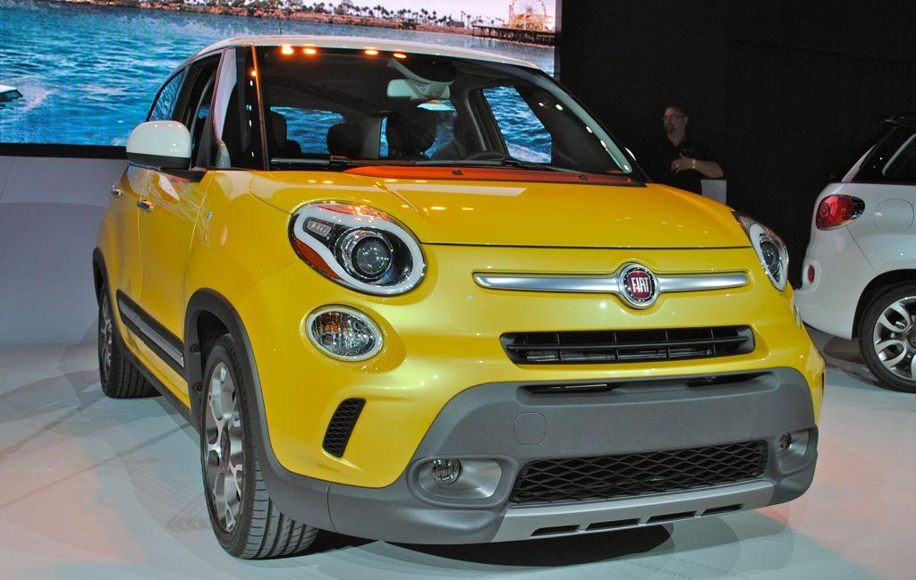 2012 LA: 2014 Fiat 500L Trekking Front 3/4 View