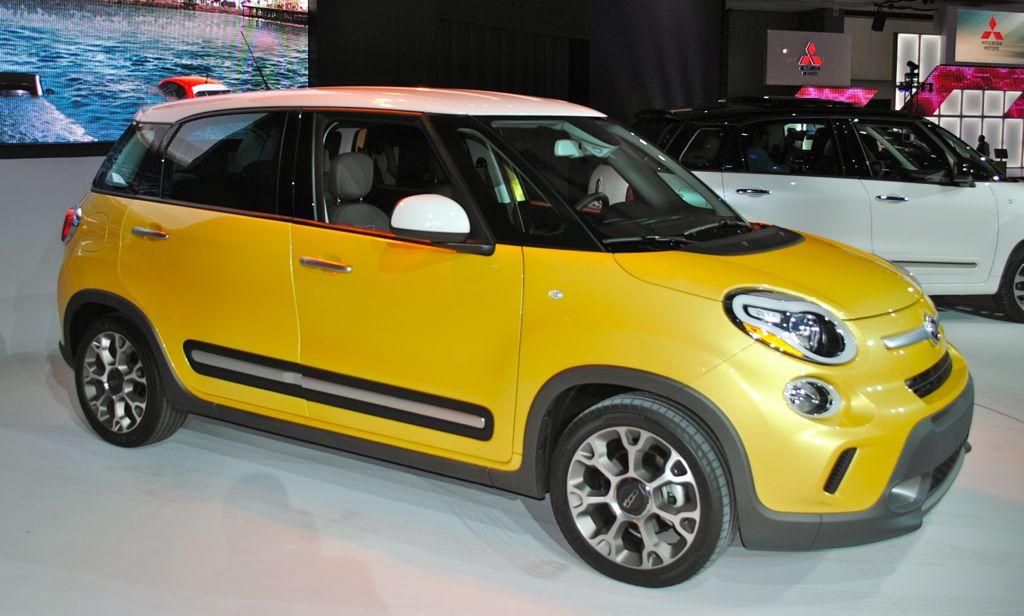 2012 LA: 2014 Fiat 500L Trekking Front Side View