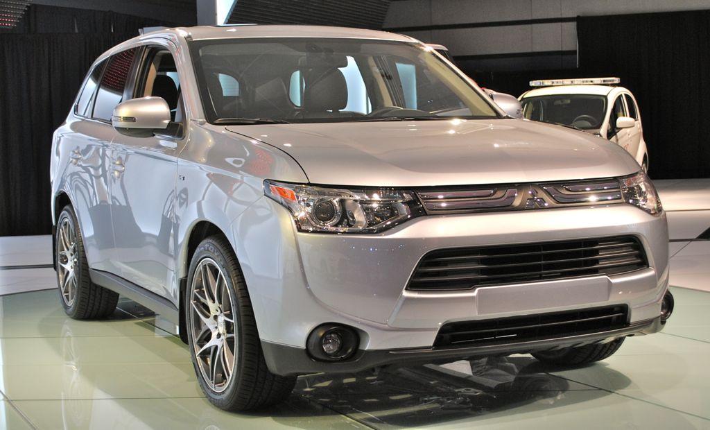 2012 LA: 2014 Mitsubishi Outlander Front 3/4 View