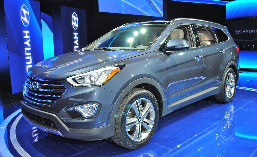 2012 LA: 2013 Hyundai Santa Fe Front Quarter Angle