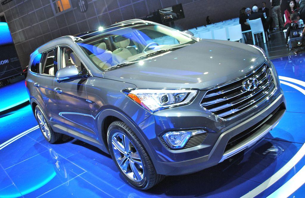 2012 LA: 2013 Hyundai Santa Fe Top View