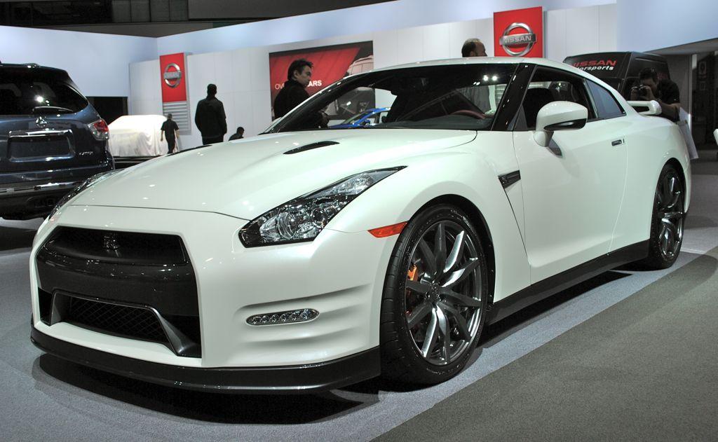 2012 LA: 2014 Nissan GT-R Front 3/4 View